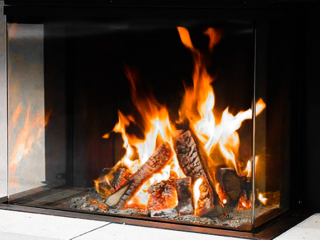 Wood fireplace with heat recovery